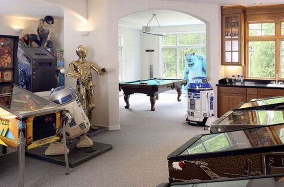 Game Rooms are super sweet, but check this one out...gotta love those R2D2s