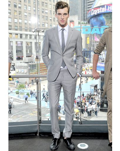Gray Suit Grey Suit Tie Men's Fashion Men's Style Handsome looks