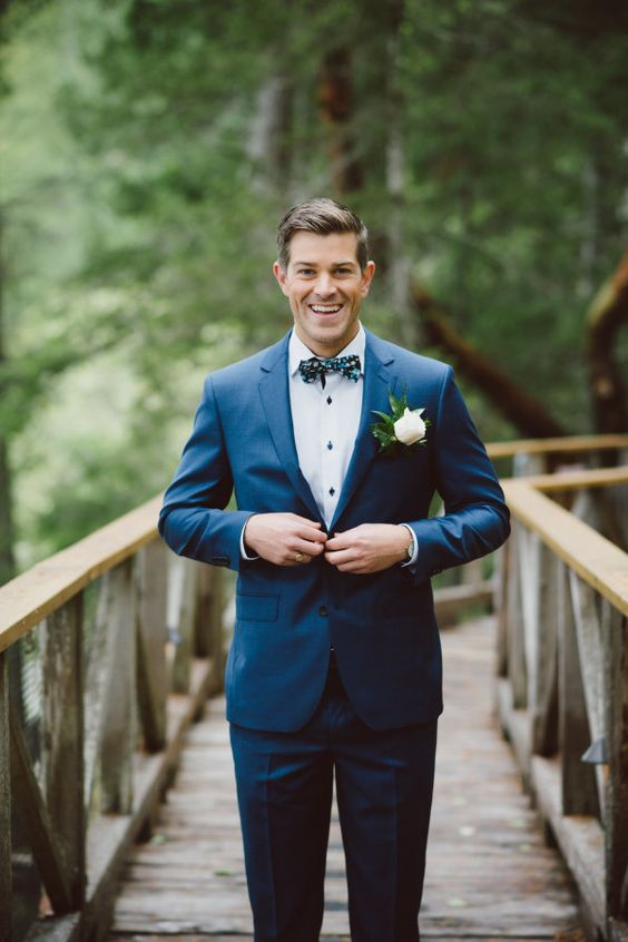 Great groom style | blue suit and bow tie