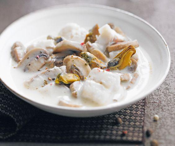 Le chef étoilé Cyril Lignac vous propose sa recettes rapide de blanquette de poisson blanc. Vous aurez tout ce qu'il faut pour la rendre plus gourmande.