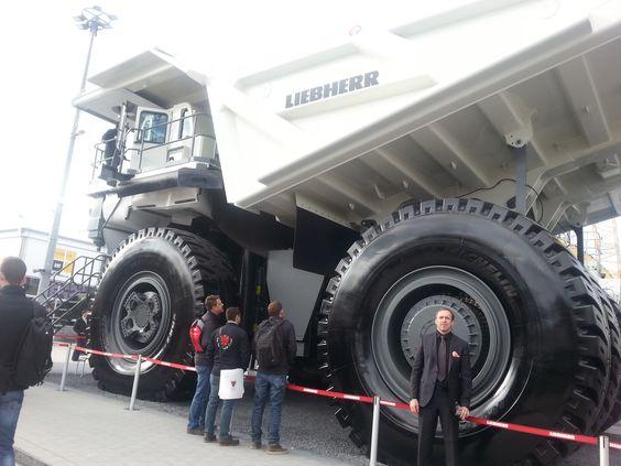riesige Baufahrzeuge #Liebherr