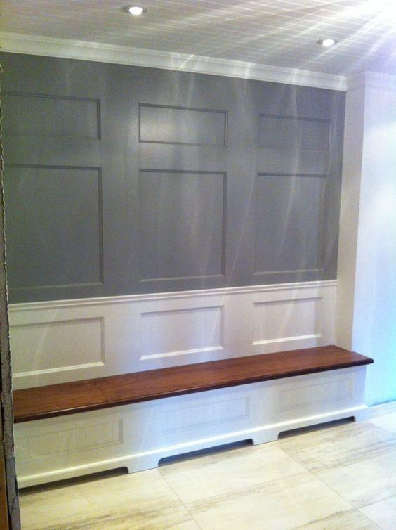Banquette d 39 entr e avec rangement en merisier panneaux aux murs en merisier mobilier sur for Rangement entree