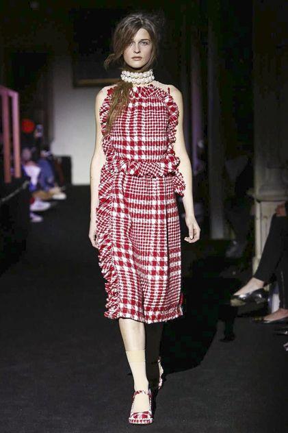 Simone Rocha Fall 2015 RTW Runway - London Fashion Week