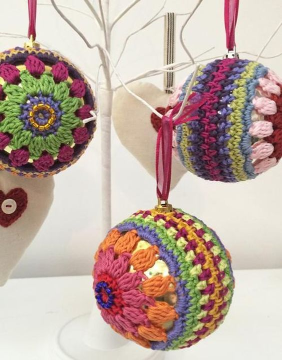 Crochet christmas bauble Crochet pattern by Jane Crowfoot | Knitting Patterns | LoveKnitting