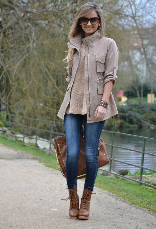 Trendy Coat , Simplemente Luna em Trench Coat, Simplemente Luna em Suéter, Zara em Jeans, Uterqüe em Ankle Boots, Michael Kors em Bolsas: