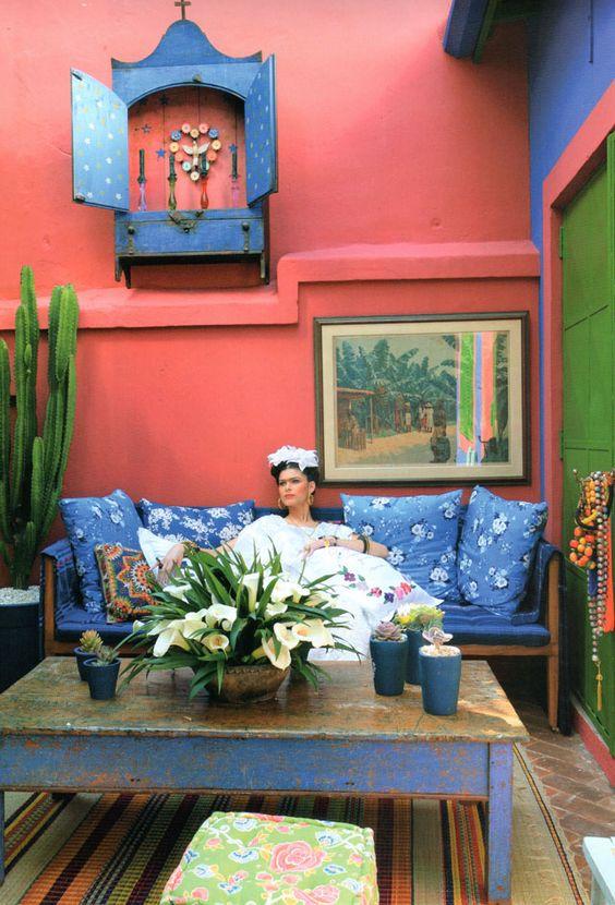 Bom dia! Hoje vou mostrar um pouco do trabalho de umapatriota declarada, comunista e revolucionária Frida Kahlo, como ficou conhecida, e que teve uma vida de superações e sofrimentos que refletidos em sua obra a tornaram uma das maiores pintoras do século Nasceu em 6 de julho de 1907 em Coyoacan, México, e sempre foi apaixonada pela cultura de seu país e adorava tudo que remetesse às tradições mexicanas. Fato que ela sempre fazia questão de demonstrar em sua maneira de se vestir e em seu…