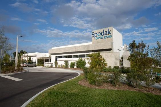 Another exterior view of Spodak Dental Group's facility. Photo: Tom Hurst Photography.