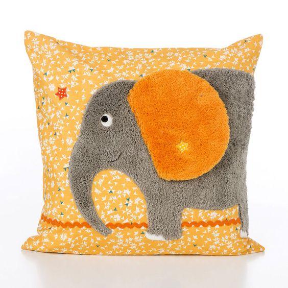 Kit couture appliqué Elephant Jobolino en peluche de coton bio extra douce. Le kit comprend les explications ainsi que le nécessaire pour réaliser l' Elephant et son access...