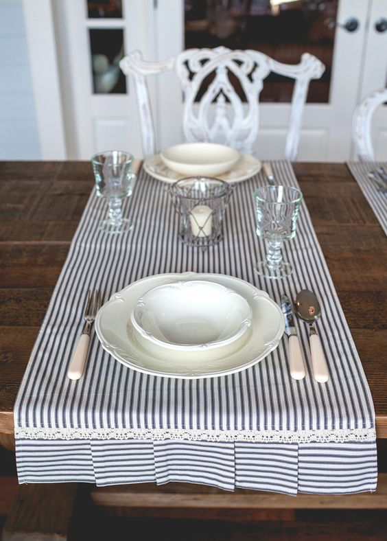 Table runner idea... I can totally sew it myself!