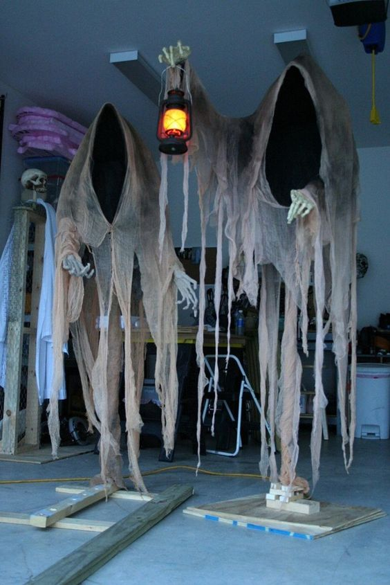 20 Cloaked Ghosts Halloween yard decoration | AllaDecor.com