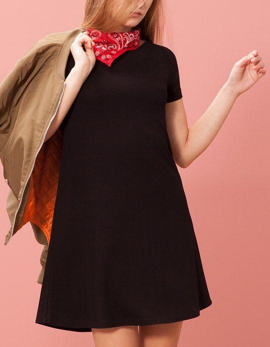 Na Stradivarius encontrarás 1 Vestido evasê para mulher por apenas 15.95 € . Entra agora e descobre-o juntamente com mais VESTIDOS.
