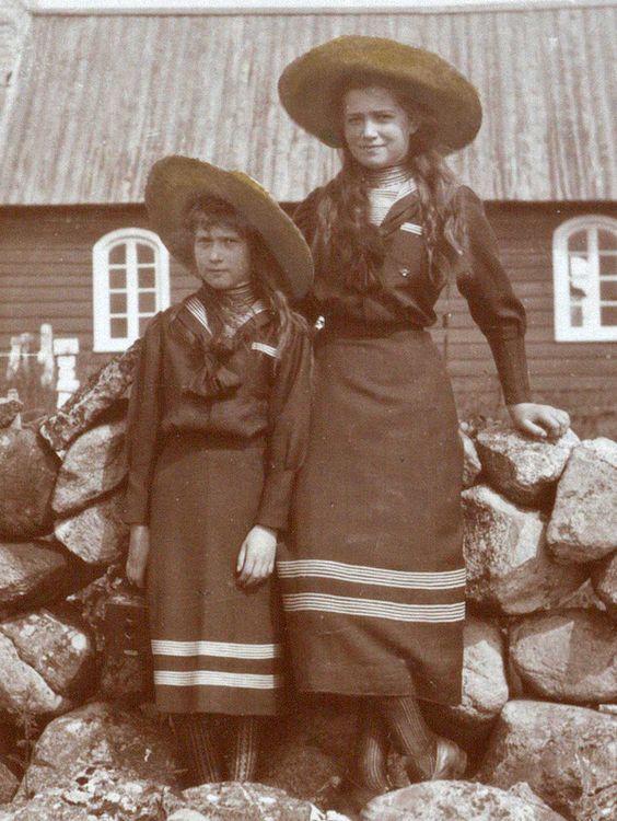 Maria Nikolaevna & Anastasia Nikolaevna on Horn Island (Vyayke-Pakri), 1912: