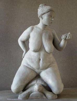 La TORTUE, et Florence Jacquesson ne l'a pas oubliée avec ces Terres Cuites que je vous présente maintenant, avec cette création de « FEMME NUE SUR TORTUE » titrée également « LA GOURMANDISE »,  Pièce destinée à être réalisée en 12 exemplaires de bronze numérotés