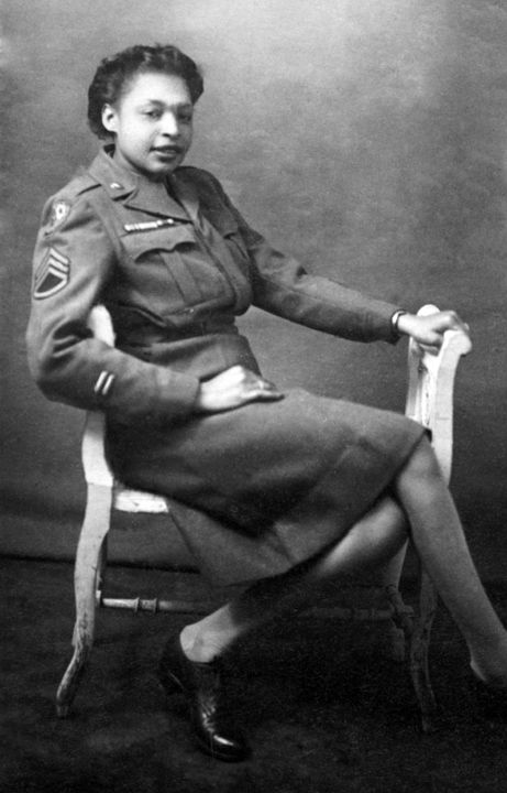 51053ad9d4d299cd07e11ad794813934 20 Patriotic Pictures of Black Women in the Military