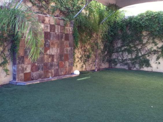 Fuente de piedra en la pared garden jard n pinterest - Fuentes de piedra ...