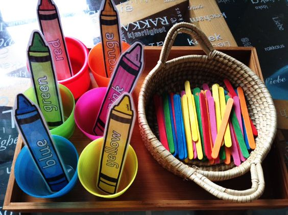 Colour Words on Crayons - twinkl
