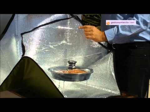 Filetes de pez espada elaborados en la cocina solar portátil