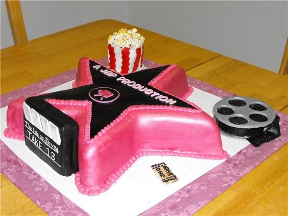 Hollywood Walk of Fame cake - cake de vainilla esculpido en forma ...