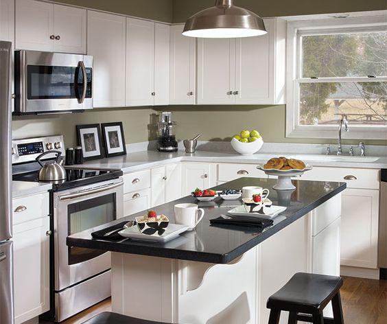 White shaker kitchen cabinets by aristokraft cabinetry for Aristocraft kitchen cabinets