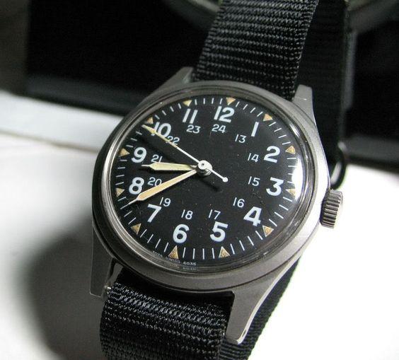 Benrus DTU-2A:P Quant au garde temps porté par le personnage de Franck Bullitt : rien de tape à l'oeil ni d'ostentatoire. Il s'agit d'une Benrus DTU-2A/P, une montre militaire souvent portée par les vétérans du Vietnam.