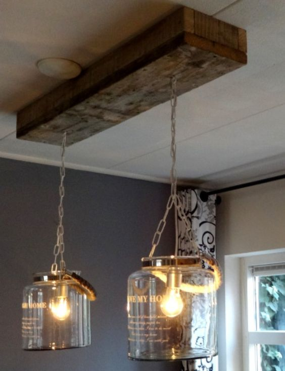 Gemaakt van windlichten en steigerhout