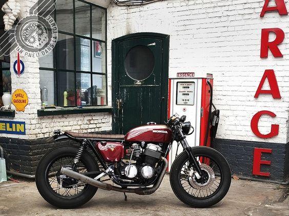 Vue de profil droit de ce cafe-racer sur base de Honda CB 750 Four.
