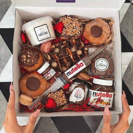 Коробочка лекарств  Нутелла пончики шприц вкусно donuts nutella sweet