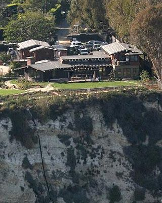 Julia Roberts' Malibu home.#Juliaroberts #Celebrity #homes http://realpropertymgt.com @Real Property Management