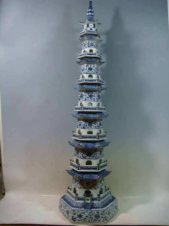 delicate Chinese Jingdezhen ancient pagoda blue and white porcelain vase 090