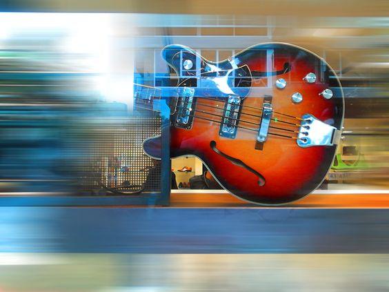 Guitar in a show window. photo : Jeroen Figee 2014