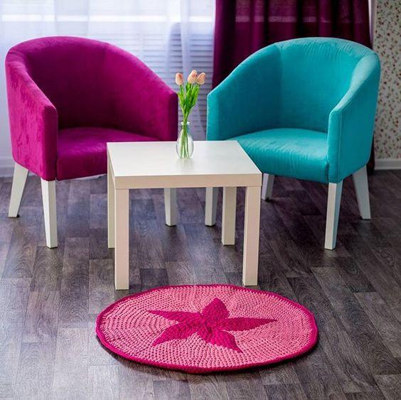 WEBSTA @ _crochet_home_ - Доброе утро ! И прекрасного настроения!  Кроме пуфикоа мы предлагаем яркие коврики для детской комнаты. 80 см в диаметре.#детская #украина #ukraine #декордлядетской #декор #decor #instagram #interior #pink #love #коврики #вязаныйковрик #handmade #дети #любовь #коляски