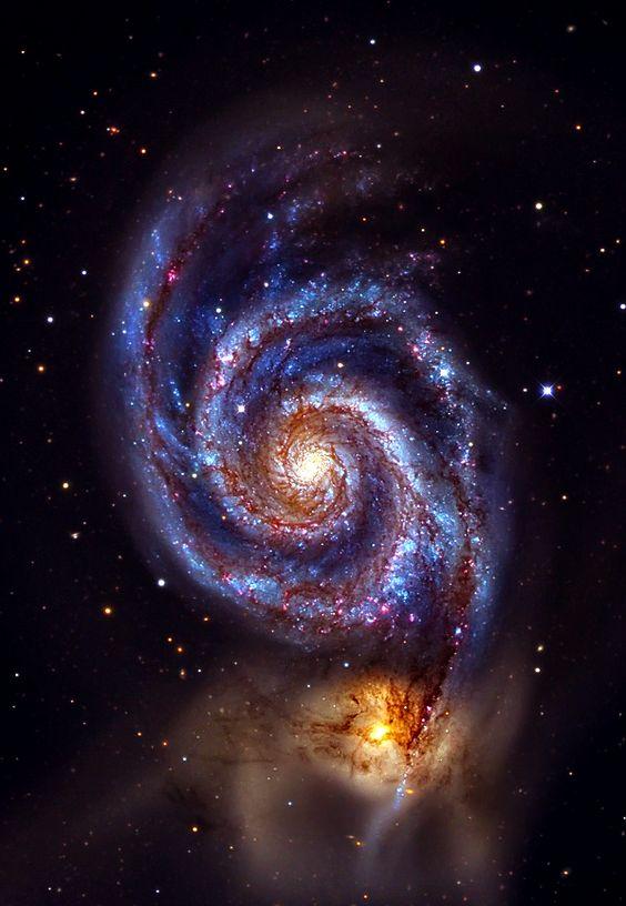 惠而浦銀河系(M51A或NGC 5194)和(M51B或NGC 5195,左)。 漩渦星係是一個宏偉設計的旋渦星系,與NGC 5195(dwarg galxy)相互作用。 兩個星系位於Canes Venatici的23±400萬光年。