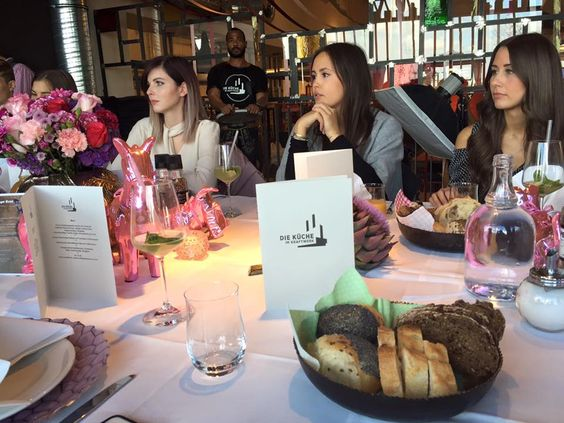 Erstes Blogger Event unseres Kunden KARE mit Bloggern wie Angela von the3rdvoice, Alix von itsalix, Sarah Bow, Jana von bekleidet.net, Laura von Designdschungel, Nina von Fashiioncarpet, Janina von Urban und Sarah von Josie Loves #blogger #onlinemarketing #peakperfomance
