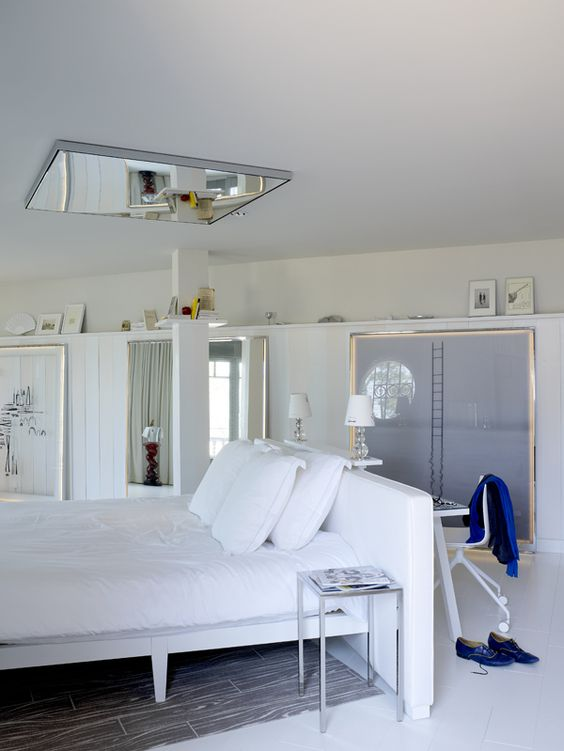 la coorniche chambre dos de lit armoire penderie miroir chambre pinterest philippe starck. Black Bedroom Furniture Sets. Home Design Ideas