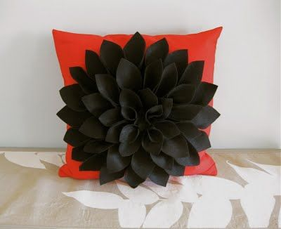 Felt Chrysanthemum Pillow (No-sew) -- see color variations on this pillow here: http://www.itworksforbobbi.com/2010/10/pillow-happy.html