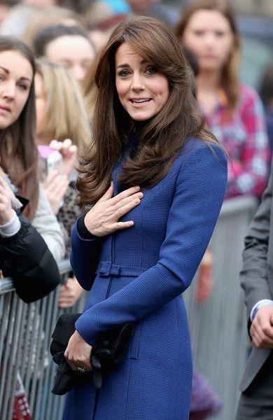 Kate Middleton et le prince William, comtesse et comte de Strathearn en Ecosse, ont pu découvrir le Discovery lors de leur première visite officielle à Dundee le 23 octobre 2015, en lien avec les activités de la duchesse de Cambridge dans le domaine de la santé mentale des enfants. Manteau : Christopher Kane: