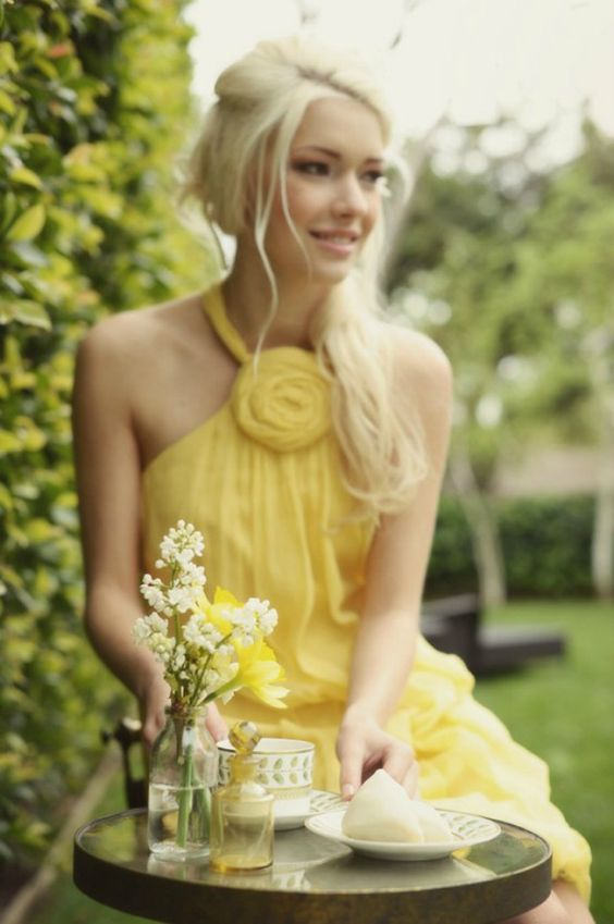 Love this yellow bridesmaid dress