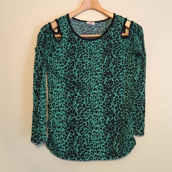 Shoulder less cut out long sleeve tee Piling, used condition. one clothing Tops Tees - Long Sleeve