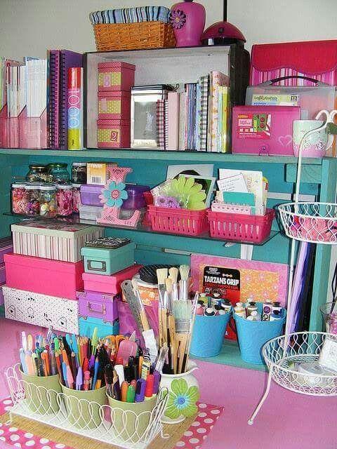 Organicemos de forma linda y colorida nuestro lugar de manualidades..... Imagen de ideas creativas en Facebook.