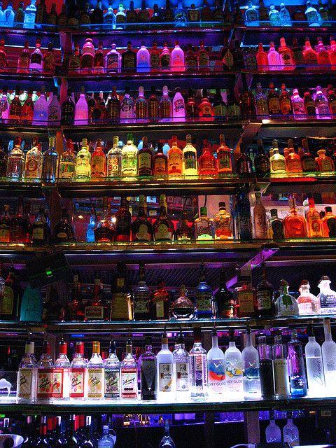 Me leve pra onde tenha bebidas na estante ॐ