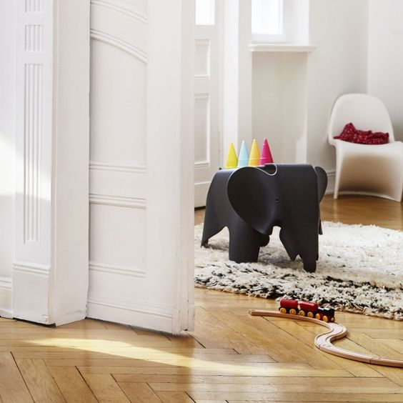 Eames Elephant Hocker von Vitra bei ikarus.de