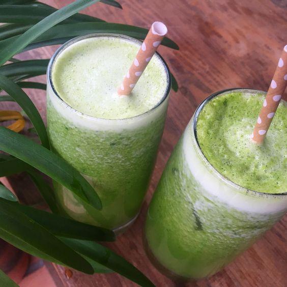 Jugo verde! Espinaca, berros, kiwi, manzana y limón, hecho en la Hurom
