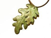 Hoja de roble en arcilla polimerica. (10€) El complemento ideal para el otoño.   www.dawanda.com/shop/1984jewelry www.facebook.com/1984jewelry  #1984jewelry #roble #hoja #auntum #pendant #colgante #polymerclay #clay #fimo