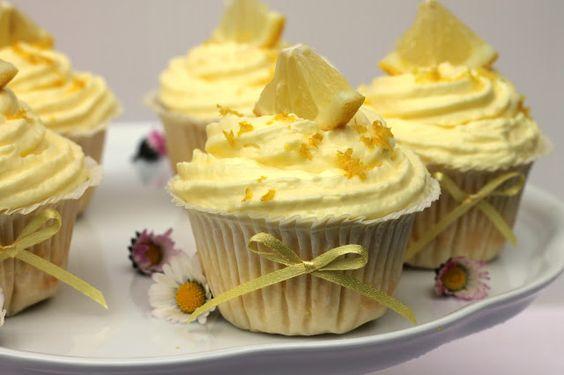 formine e mattarello: Cupcake al lemon curd e frosting al limoncello
