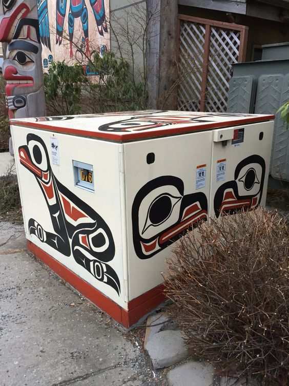 Yeah, this is how you dress utility boxes in Tlingit-Haida country #juneaualaska #everywhereart #indigenous #alaskanative