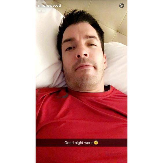 "Drew Scott saying ""good night"". August 2016"