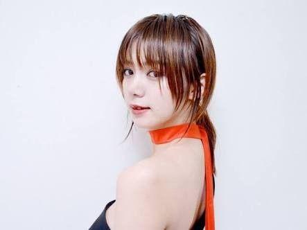 振り向き姿の池田エライザ