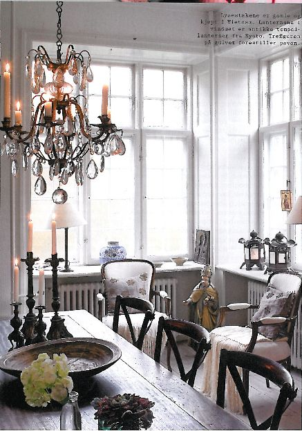 Rustic/glam mix in this fabulous room