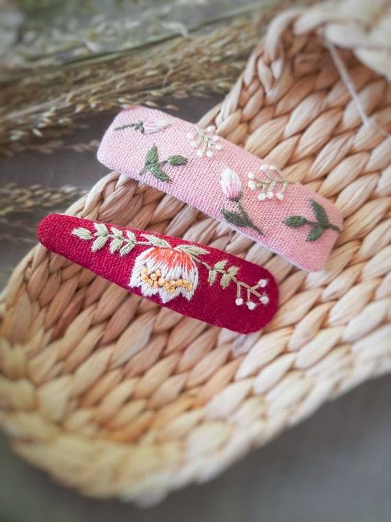 The lovely hair clips made of linen is a need for your daughter's outfits. They are trendy and feminine. The perfect fit for any child. You use them for holding bangs back Some features of our hair clips include: - Available in 1 size only; Each hair clip measures approximately 1.1 x 2.7 . - Made