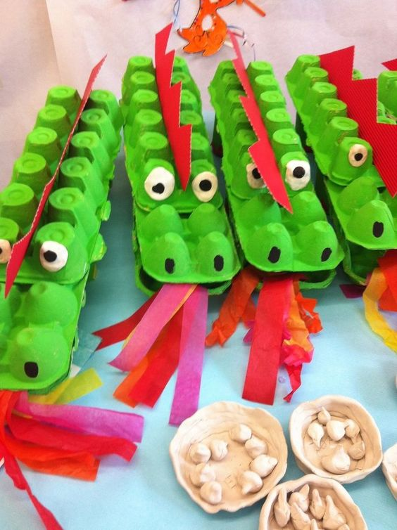 Toller Basteltipp für kleine Kinder: Drachen aus Eierkartons